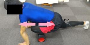 前脛骨筋のグリッドフォームローラーのやり方